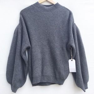 Leith grey crew neck sweater with blouson sleeves.
